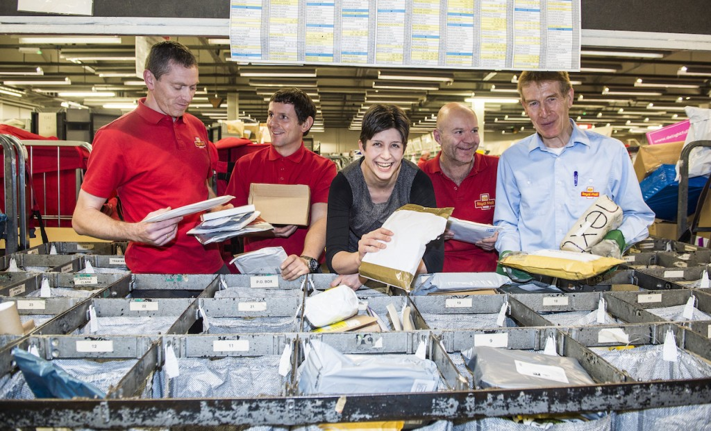 FREE FIRST USE MP Alison Thewliss visits Glasgow G41-G42-G5 Delivery Office to see how it is getting ready for Christmas. L-r Ian McInnes, Kevin Plunkett, MP Alison Thewliss, Daniel Connolly, Les Peyto Lenny Warren / Warren Media 07860 830050 01355 229700 lenny@warrenmedia.co.uk www.warrenmedia.co.uk All images © Warren Media 2015. Free first use only for editorial in connection with the commissioning client's press-released story. All other rights are reserved. Use in any other context is expressly prohibited without prior permission.