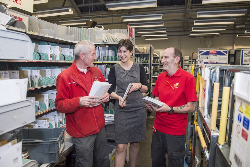 FREE FIRST USE MP Alison Thewliss visits Glasgow G41-G42-G5 Delivery Office to see how it is getting ready for Christmas. MP Alison Thewliss chats to Harry Blackburn and Fraser Matthew. Lenny Warren / Warren Media 07860 830050 01355 229700 lenny@warrenmedia.co.uk www.warrenmedia.co.uk All images © Warren Media 2015. Free first use only for editorial in connection with the commissioning client's press-released story. All other rights are reserved. Use in any other context is expressly prohibited without prior permission.