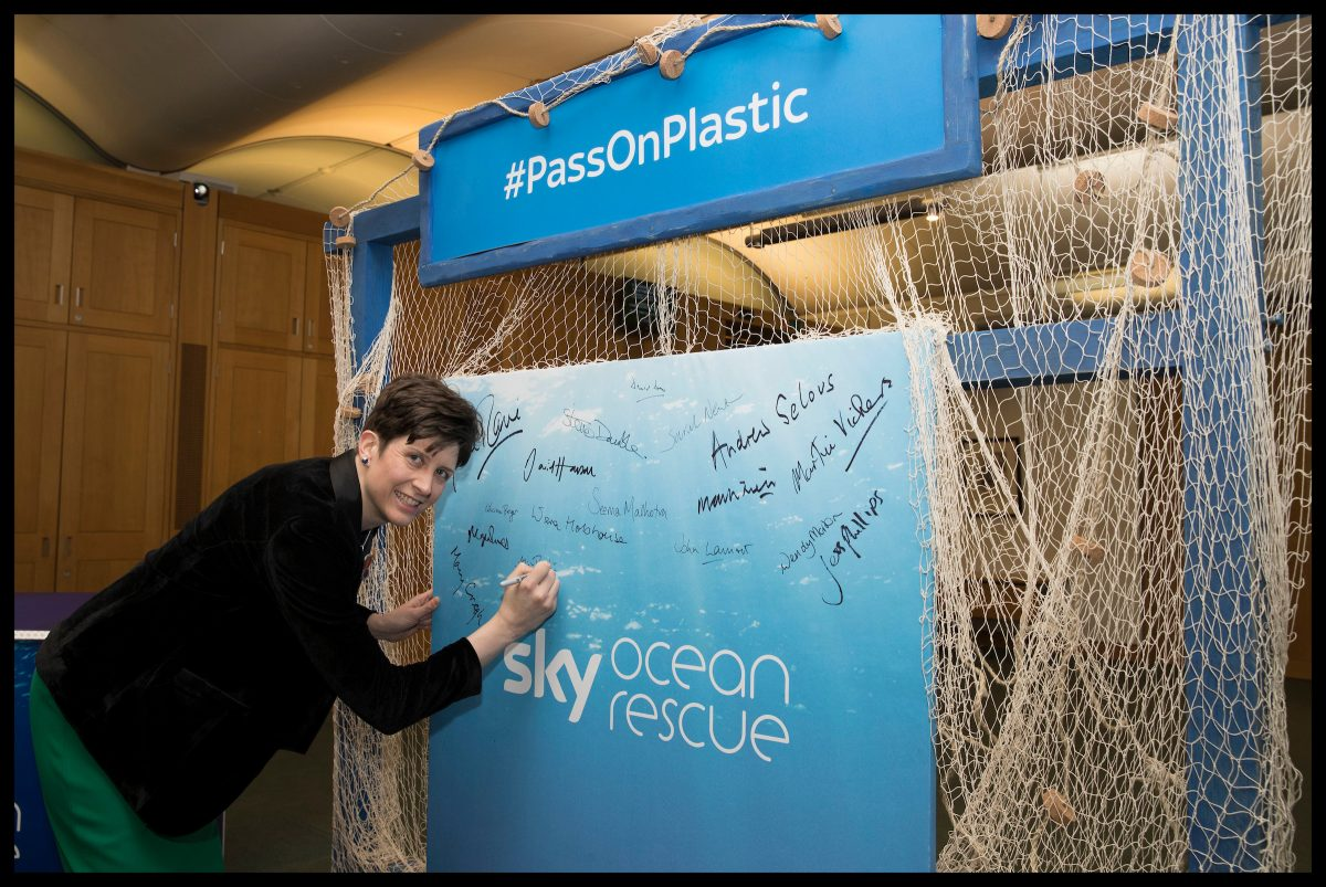 Alison Thewliss MP pledges to #PassOnPlastic with Sky Ocean Rescue
